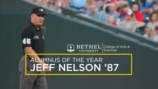 87年美国职业棒球大联盟(MLB)裁判杰夫·纳尔逊(Jeff Nelson)被评为年度最佳校友