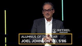 乔约翰逊, 80, S, 86被评为QT电子游戏神学院年度最佳校友