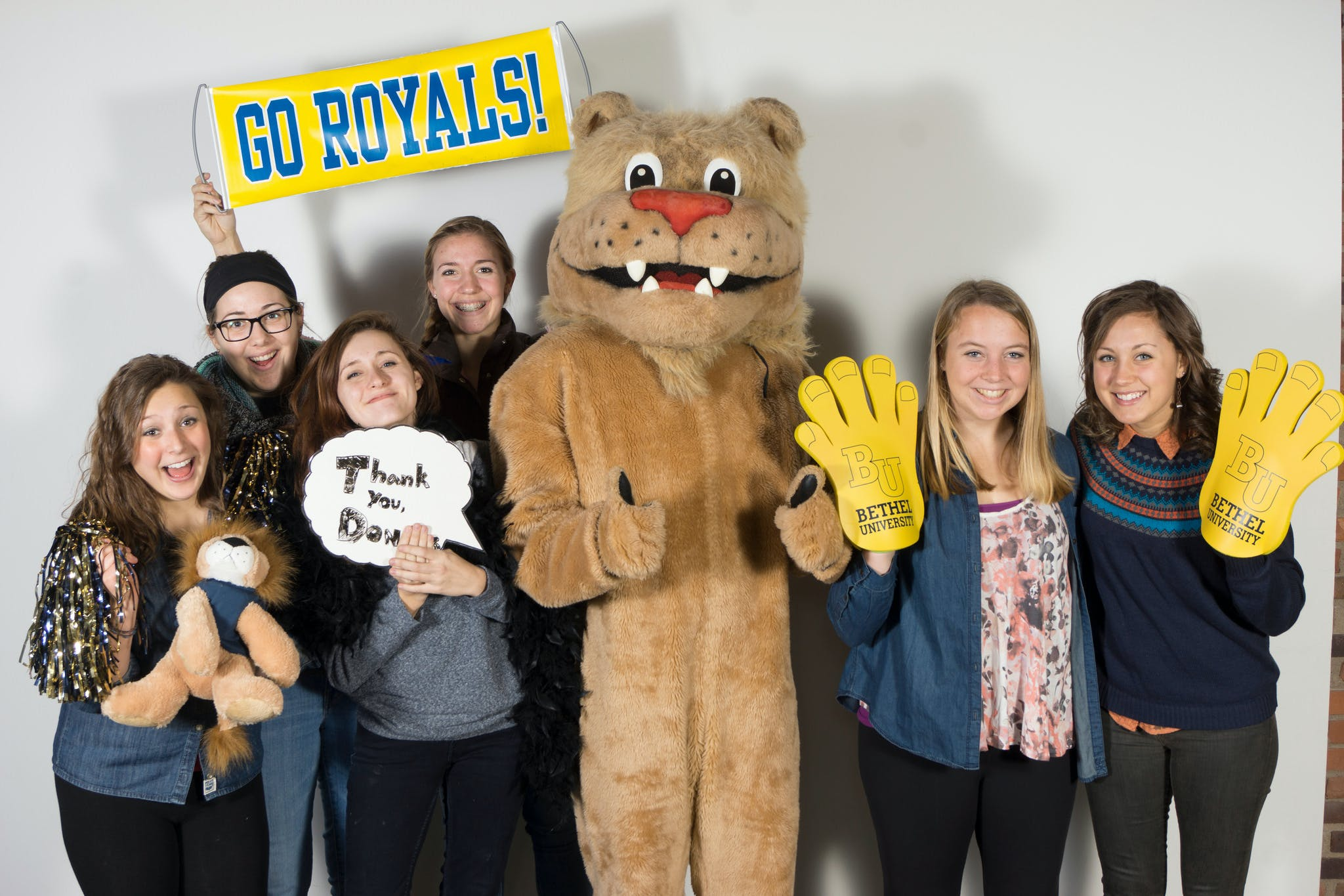 Group of students with the Bethel mascot