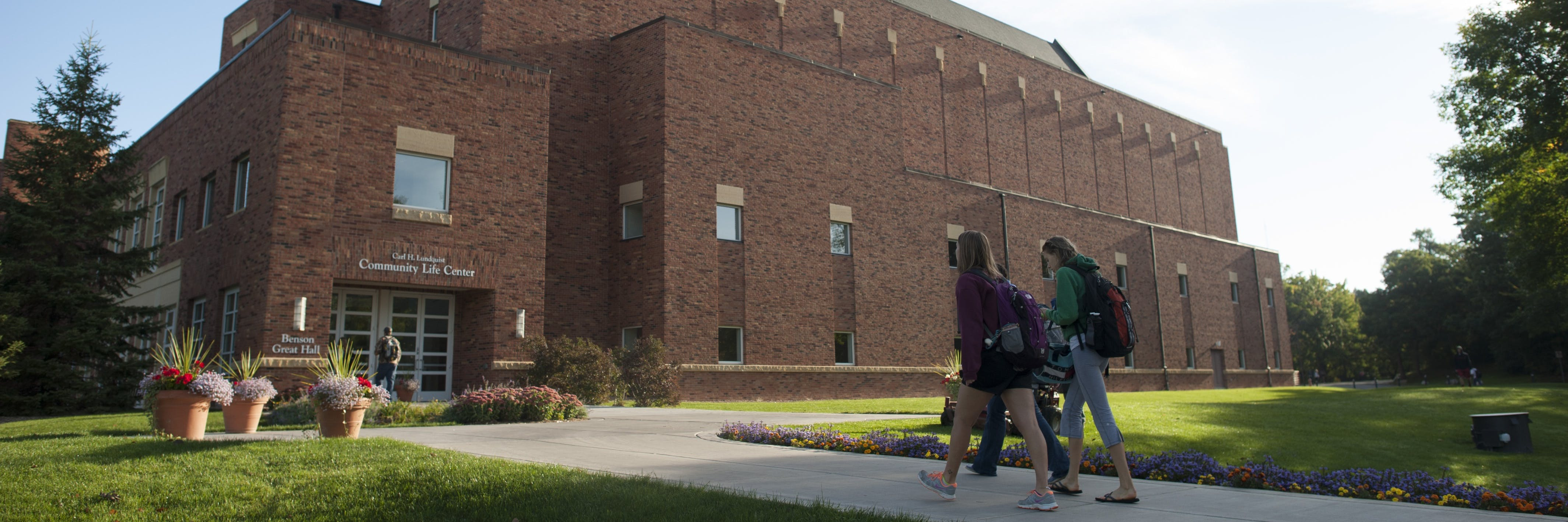 Students walking towards the CLC