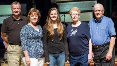 3 Generations of Bethel Alumni in Welcome Week Legacy Photo