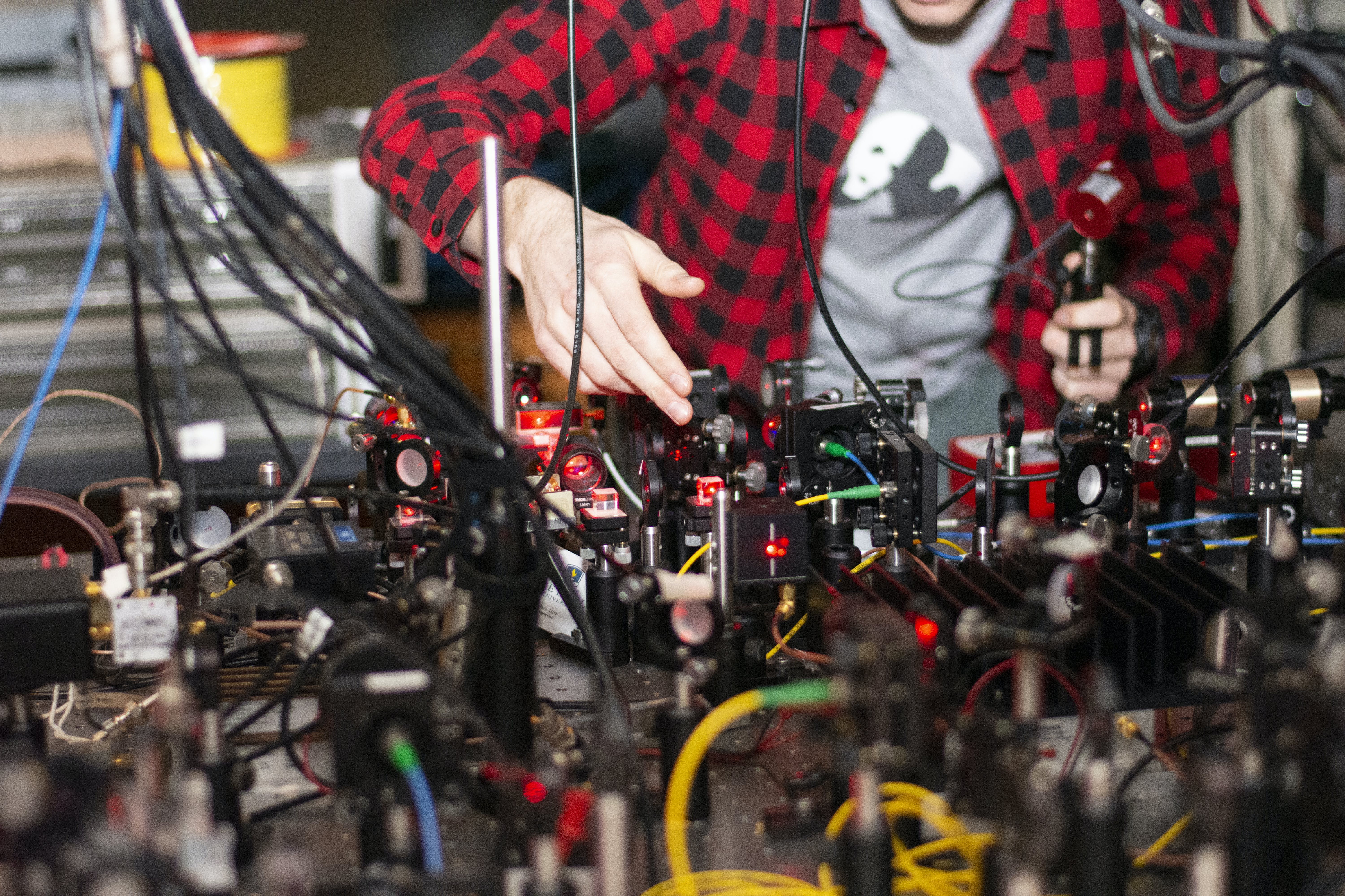"""Aidan Tollefson '19 works in the """"AMO Lab"""" in the Department of Physics and Engineering"""
