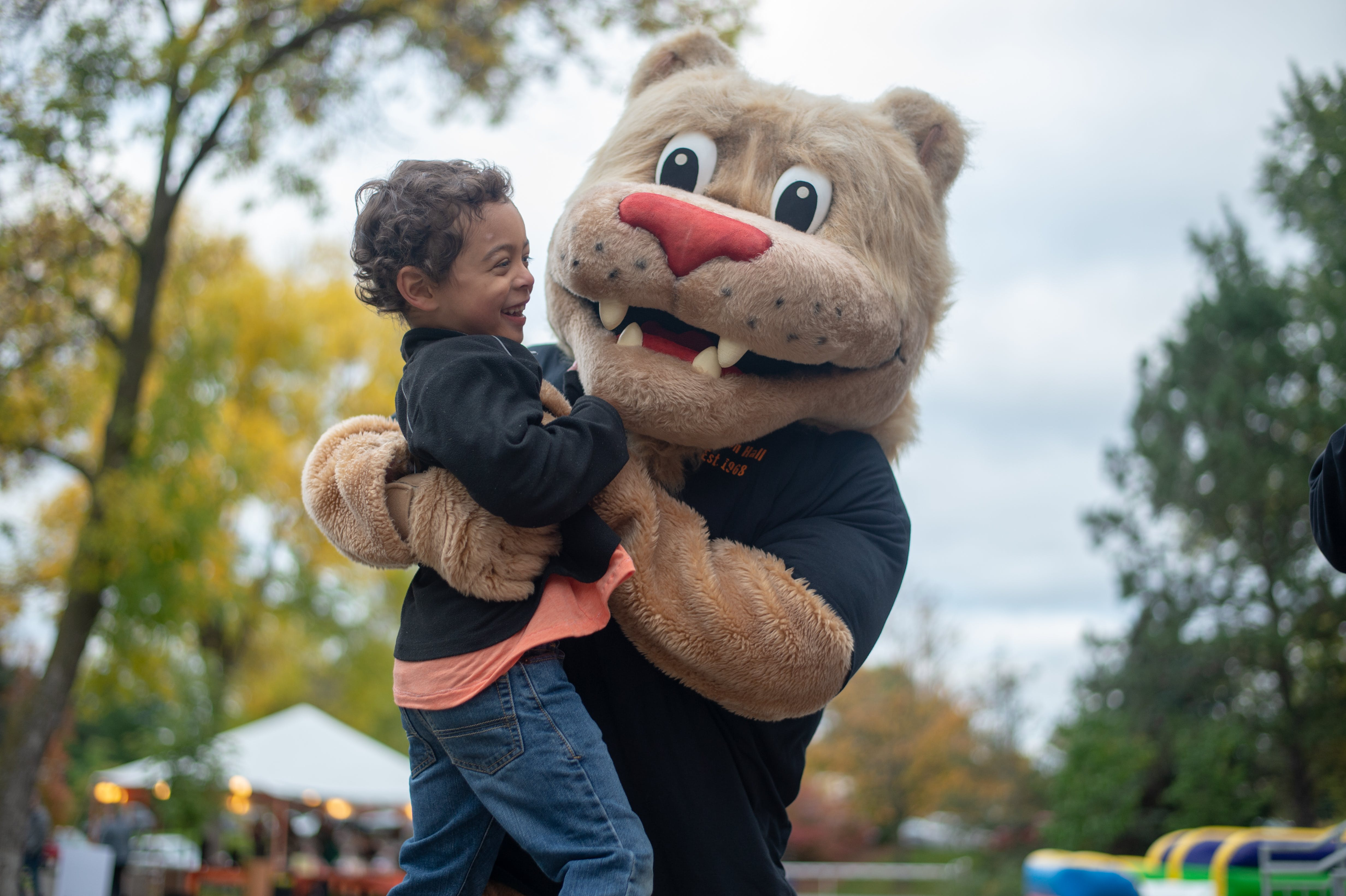 Camden Davis at Homecoming 2018 with Roy the Lion, Bethel's mascot