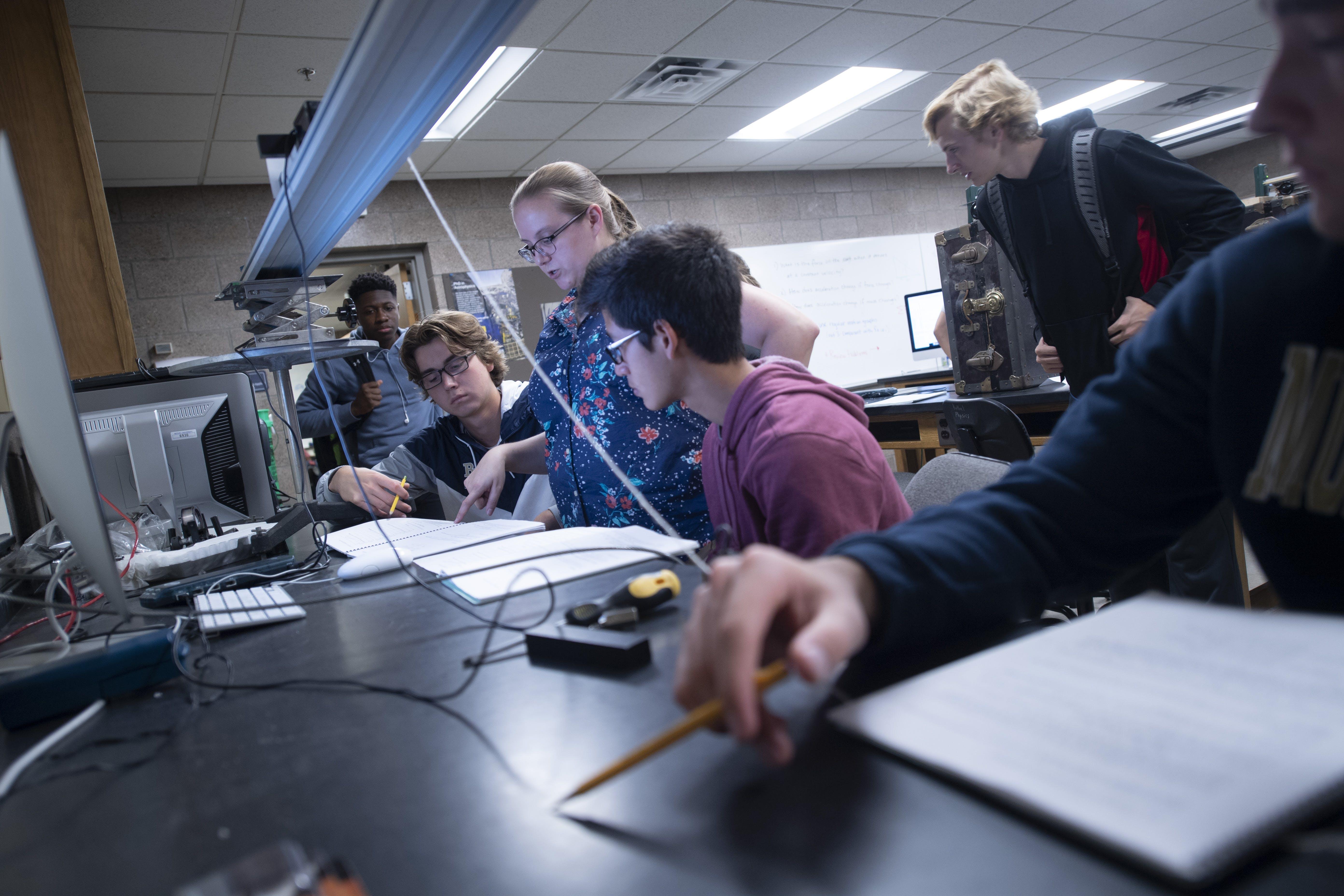 Mechanical engineering students at Bethel University
